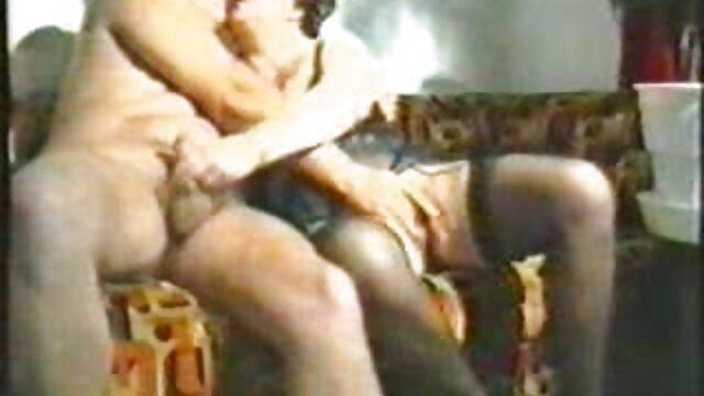 सुनहरे बालों वाली लड़की पुरुषों के साथ सेक्स में अंग्रेजी फुल सेक्सी वीडियो चिल्ला