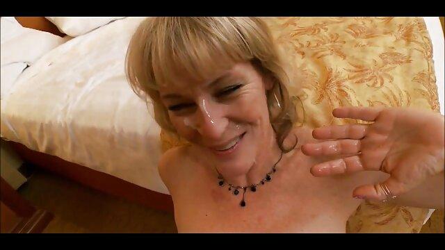 सुनहरे बालों वाली बलों के गुलाम नायलॉन के साथ उसके सेक्सी फिल्म फुल एचडी फिल्म पैर चाटना करने के लिए