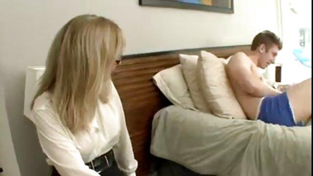 पोर्न में उपन्यास: लोग पिछवाड़े में फुल सेक्सी ओपन एक लड़की के साथ वेगास के लिए जाना