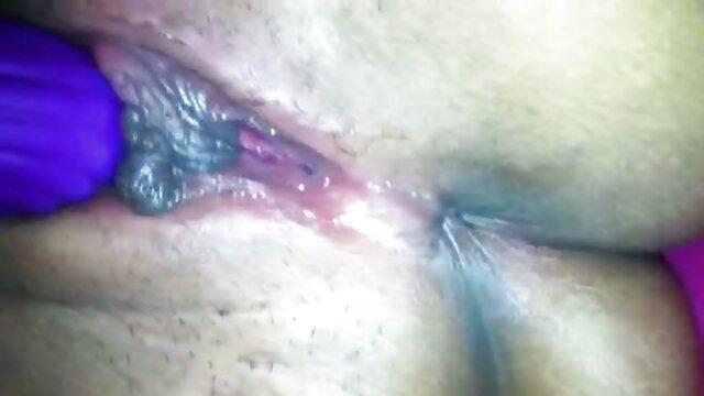 बाईं चक्र पर महिला और एक ही समय में दो छेद में वीडियो में फुल सेक्सी फिल्म डाल